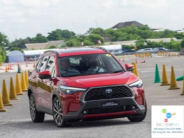 Toyota Corolla Cross 2021 giá 720 triệu có hấp dẫn khách hàng? 1