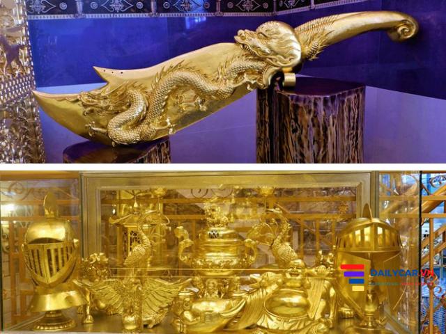Ngôi nhà dát vàng