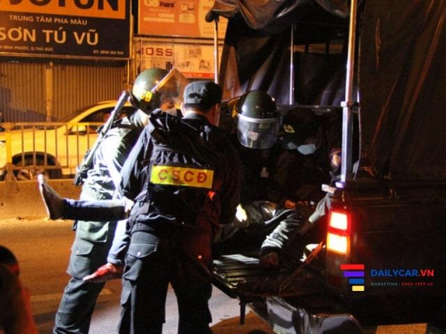 Nhiều tài xế ôtô làm ngơ khi CSGT nhờ hỗ trợ đưa người đi cấp cứu 7