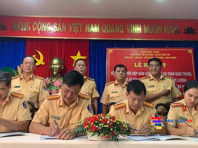 Phòng CSGT PC08 Công an TP.HCM cùng 6 tỉnh chống đua xe 9