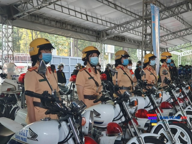 Đội nữ CSGT dẫn đoàn chính thức ra mắt tại Sài Gòn 7